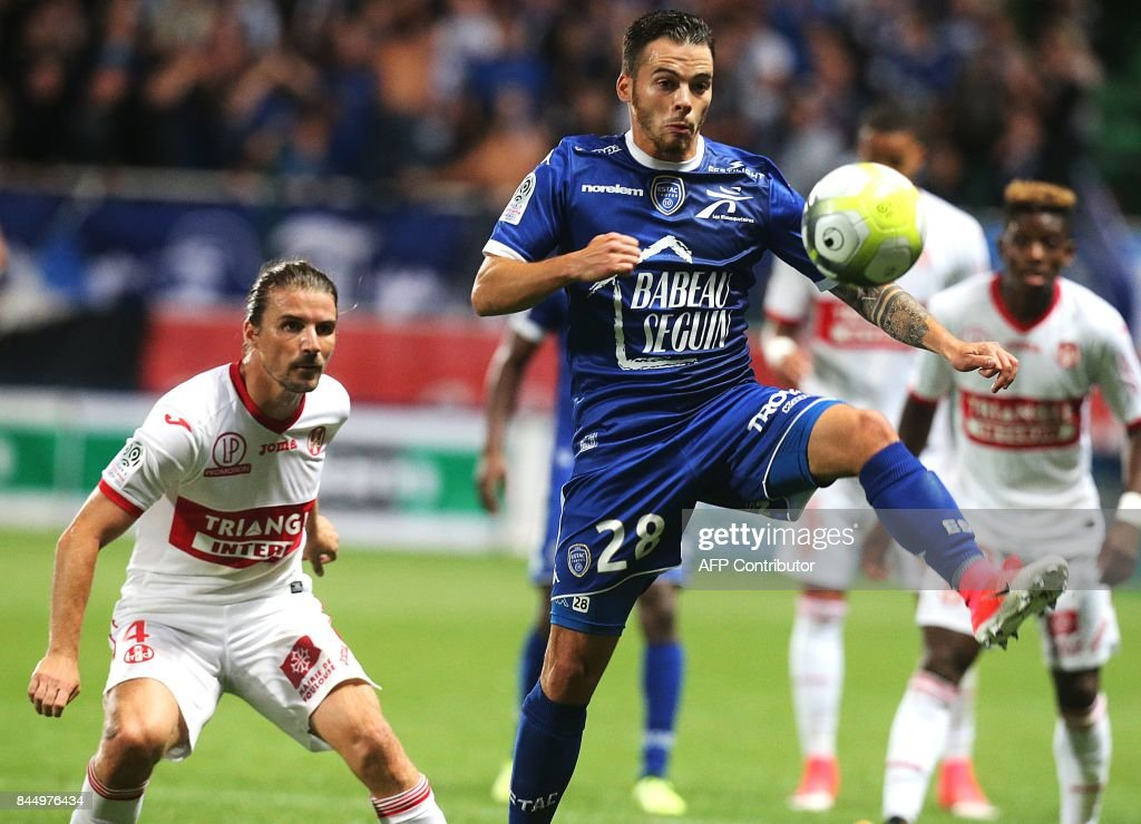 Troyes' French midfielder Jonathan Tinhan (R) vies with Toulouse's French midfielder Yannick Cahuzac (L) during the French L1 football match between Troyes (ESTAC) and Toulouse (TFC) on September 9, 2017, at the Aube Stadium in Troyes, eastern France. /
