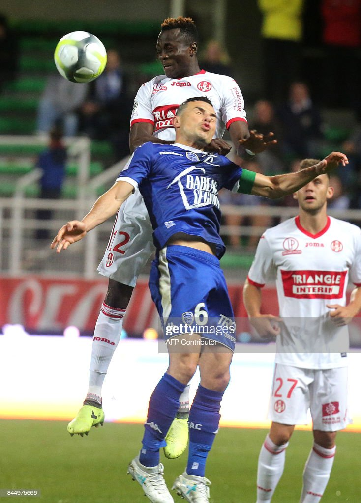 Troyes' French midfielder Karim Azamoum (C) vies with Toulouse's Guinean defender Issiaga Sylla (up) during the L1 football match between Troyes and Toulouse on September 9, 2017 at the Aube Stadium in Troyes. /