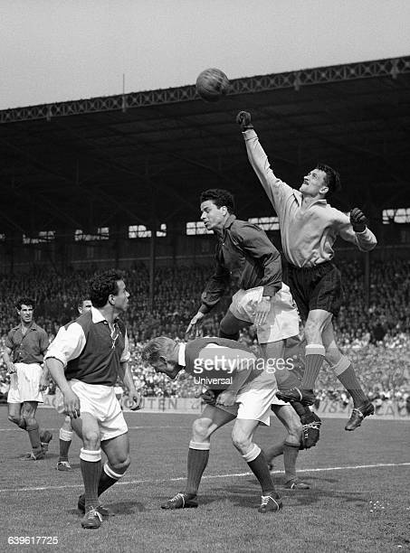 Troyes' goalkeeper Antonio Abenoza boxing the ball during a French Cup semi-finals match between Nancy and Troyes .