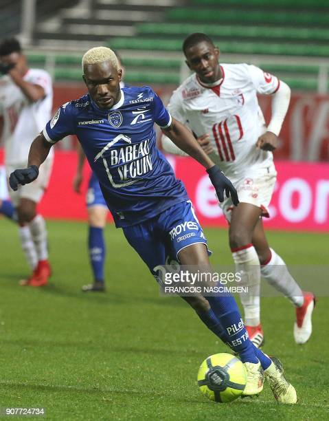 Troyes' Malian forward Adama Niane controls the ball during the French L1 football match between Troyes and Lille on January 20 2018 at the Auguste...