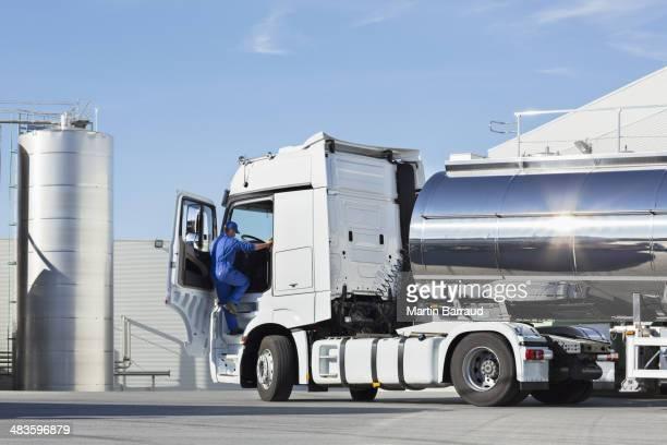 Chauffeur routier escalade en acier inoxydable Camion de transport de lait