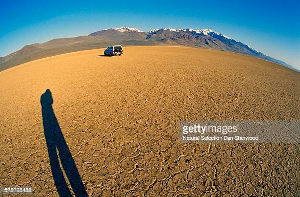 truck in alvord desert, steens mountains - dan sherwood photography stock pictures, royalty-free photos & images