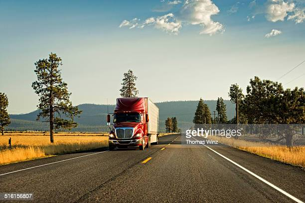truck on an empty highway - two lane highway stock pictures, royalty-free photos & images