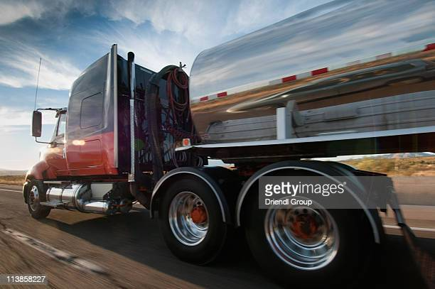 truck on highway. - tanker - fotografias e filmes do acervo