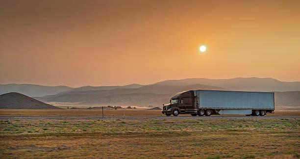 truck on i5 at sunset picture id516123961?k=6&m=516123961&s=612x612&w=0&h=K6UH4ZXXqFCevAtwbx B1uCm6zIvG4hRy59u12z589c=