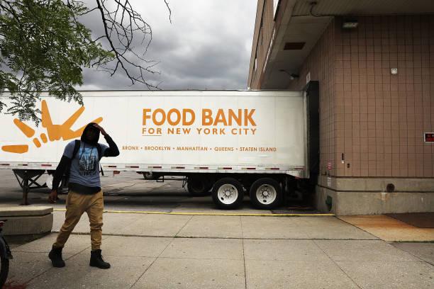 Fotos und Bilder von Food Bank Of New York City Provides For City\'s ...