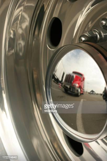 Truck Reflexion In Chrom