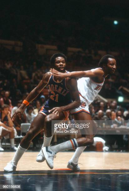 Truck Robinson of the Phoenix Suns battles for position withTom Barker of the New York Knicks during an NBA basketball game circa 1979 at Madison...