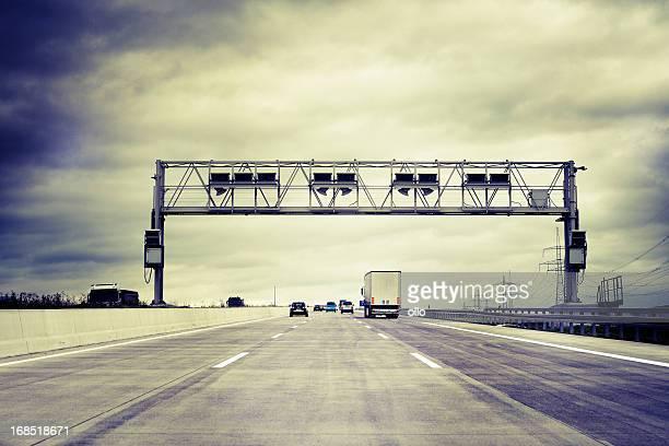 トラックのドイツの高速道路料金所システムコントロール(ガントリ