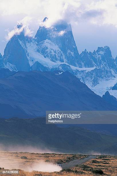 truck travelling along a road with mt fitzroy in the background, glacier national park, patagonia, argentina - patagonische anden stock-fotos und bilder
