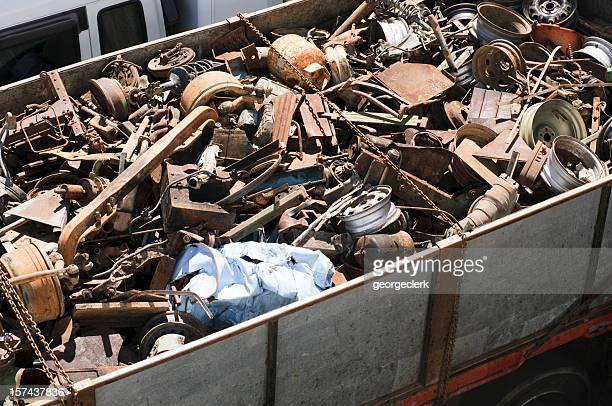 carico di rottami metallici - ferro foto e immagini stock