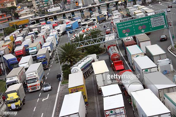 Trucks are stuck at a toll booth 10 December 2007 at the FranceItaly border in Vintimiglia where Italian truck drivers started a fiveday strike today...