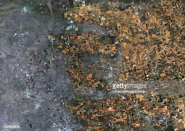 True colour satellite image of centerpivot irrigated fields in Texas USA Image taken on 21 September 1993 using LANDSAT data Agriculture Texas Usa...