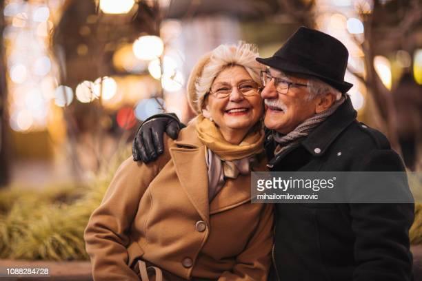 wahre liebe - warme kleidung stock-fotos und bilder