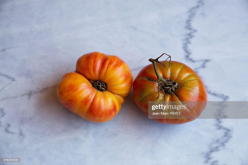 """True organic tomatoes """"beef heart"""" on a marble tab : ストックフォト"""