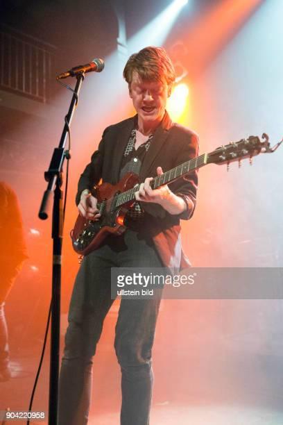 Truemmer die deutsche Rockband mit Saenger Pail Poetsch live beim Reeperbahnfestival 2015 Konzert beim Musikfestival in den Clubs um die Hamburger...