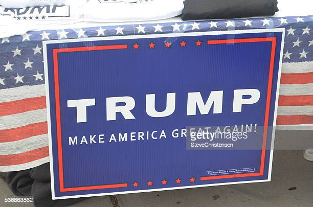 trump sign - donald trump us president photos stock photos and pictures