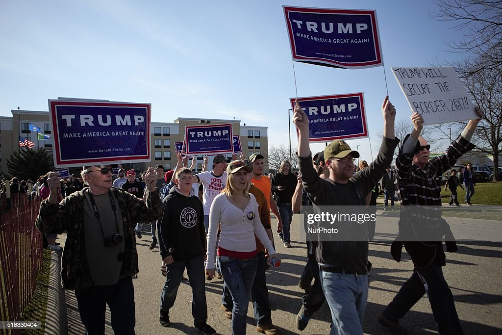 GOP Presidential Candidate Donald Trump Campaigns Near Green Bay : Nieuwsfoto's