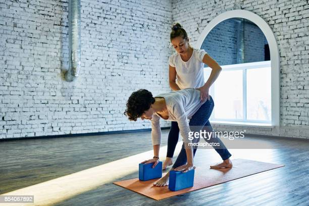trusting yoga trainer - yoga teacher stock pictures, royalty-free photos & images