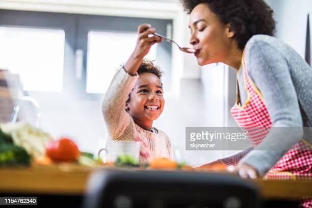 probeer deze mama! - lunch stockfoto's en -beelden
