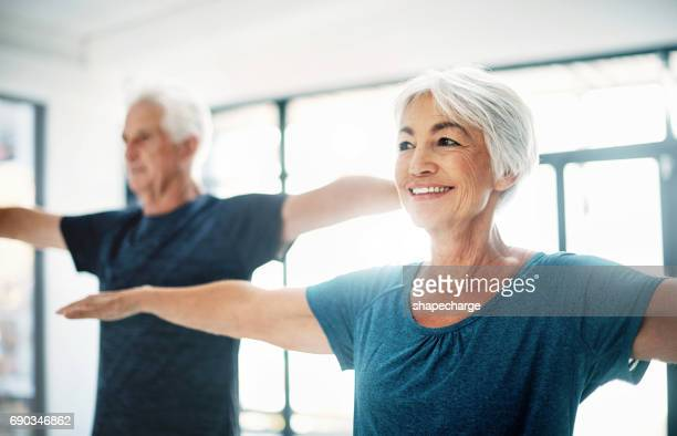 try to maintain healthy fitness habits, no matter your age - pilates foto e immagini stock