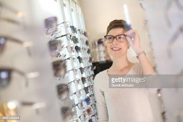 Versuchen neue Brillen