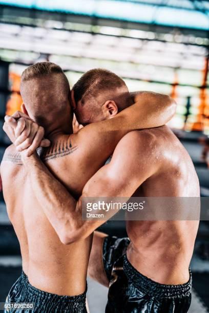 Essayer de battre l'adversaire au premier tour dans les arts martiaux