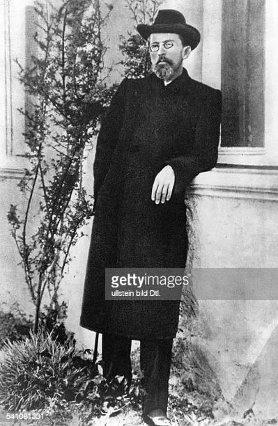 Tschechow Anton *29011860 Schriftsteller Russland Ganzkoerperaufnahme in Jalta auf der Krim 1900