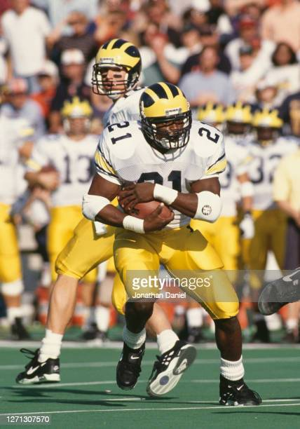 Tshimanga Biakabutuka, Running Back for the University of Michigan Wolverines runs the ball downfield during the NCAA Big Ten Conference college...