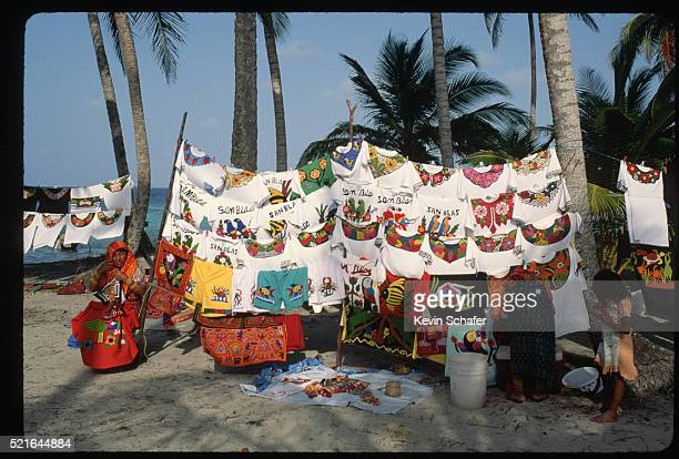 t-shirts and molas for sale in san blas - mola stock pictures, royalty-free photos & images