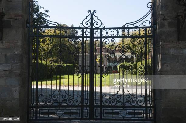 tsinandali palace - ferro foto e immagini stock