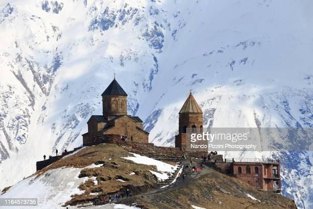 tsminda sameba - kaukasus geografische lage stock-fotos und bilder