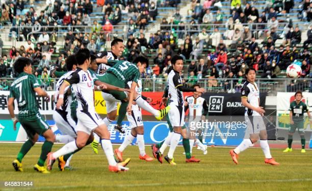 Tsubasa Aoki of FC Gifu heads the ball to score his side's first goal during the J.League J2 match between FC Gifu and Renofa Yamaguchi at Nagaragawa...