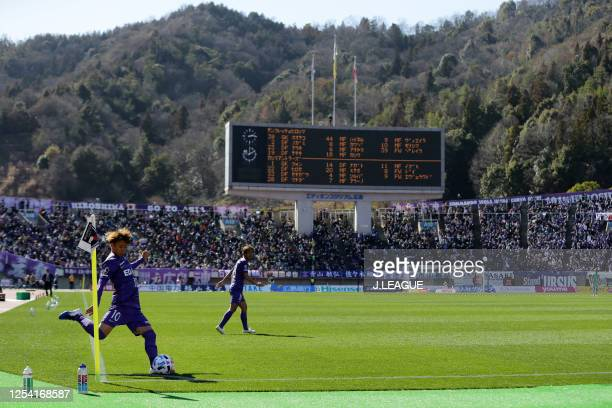 Tsukasa Morishima of Sanfrecce Hiroshima takes a corner kick during the J.League MEIJI YASUDA J1 match between Sanfrecce Hiroshima and Kashima...