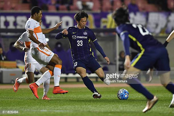 Tsukasa Shiotani of Sanfrecce Hiroshima in action during the AFC Champions League Group F match between Sanfrecce Hiroshima and Shandong Lueng FC at...