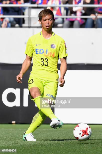 Tsukasa Shiotani of Sanfrecce Hiroshima in action during the JLeague J1 match between FC Tokyo and Sanfrecce Hiroshima at Ajinomoto Stadium on April...