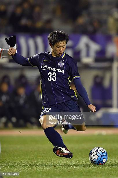 Tsukasa Shiotani of Sanfrecce Hiroshima kicks the ball during the AFC Champions League Group F match between Sanfrecce Hiroshima and Shandong Lueng...