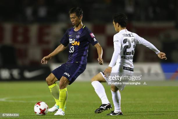 Tsukasa Shiotani of Sanfrecce Hiroshima takes on Yoshiki Matsushita of Vissel Kobe during the JLeague J1 match between Sanfrecce Hiroshima and Vissel...