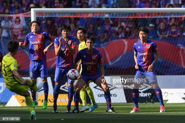 Tsukasa Shiotani of Sanfrecce Hiroshima teakes a free kick during the JLeague J1 match between FC Tokyo and Sanfrecce Hiroshima at Ajinomoto Stadium...