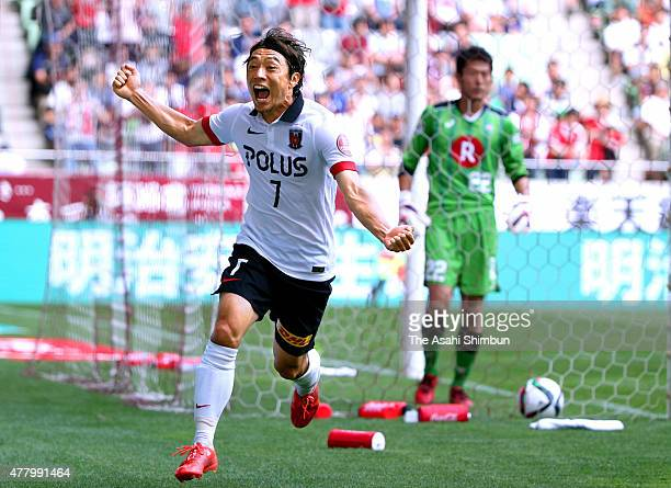Tsukasa Umesaki of Urawa Reds celebrates scoring his team's first goal during the JLeague match between Vissel Kobe and Urawa Red Diamonds at Noevir...