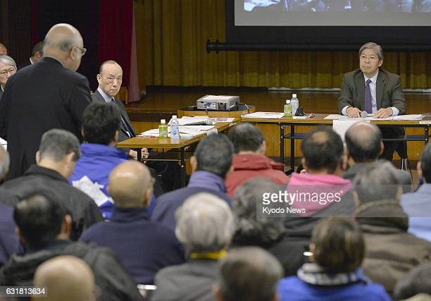 A Tsukiji fish market official asks a question to a panel of experts formed by the Tokyo metropolitan government to deal with soil contamination at...