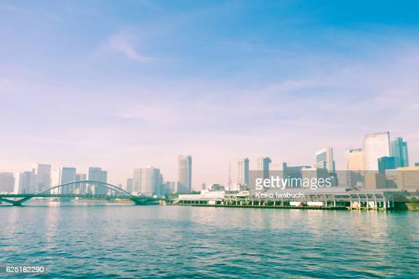 tsukiji fish market, tsukiji ohashi(bridge), tokyo tower and sumida river. - 漂白した ストックフォトと画像