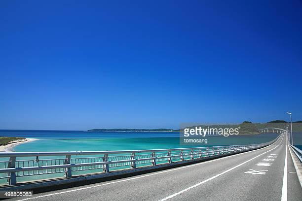 tsunoshima bridge - 道 ストックフォトと画像