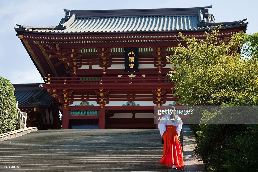 Tsurugaoka Hachimangu Shrine is the most important Shinto shrine in the city of Kamakura. A Shinto shrine now, Tsurugaoka Hachiman-gu was also a Buddhist temple for most of its history. The shrine is at the geographical and cultural center of the city of Kamakura which has grown around it..