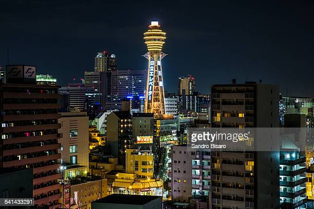 tsutenkaku tower in osaka at night - 通天閣 ストックフォトと画像