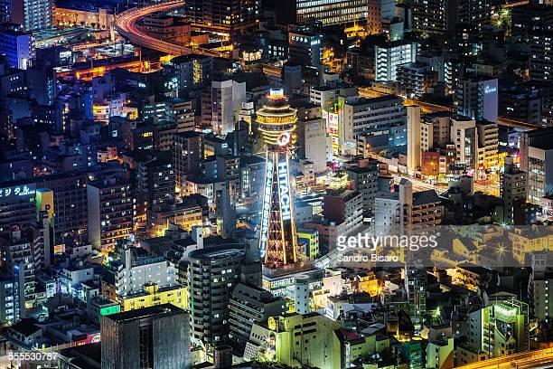 tsutenkaku tower in shinsekai osaka at night - 通天閣 ストックフォトと画像