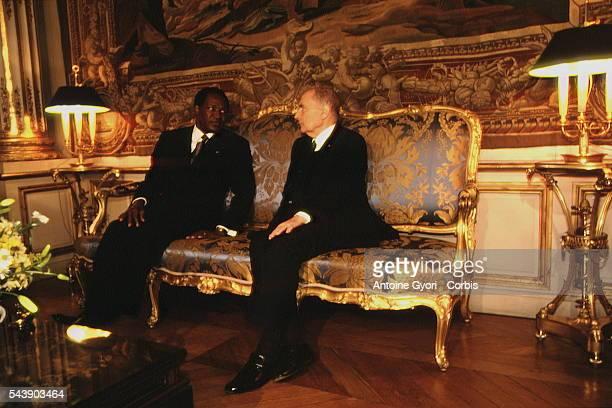 Tête à tête entre le président du Burkina Faso, Blaise Compaore et François Mitterrand.