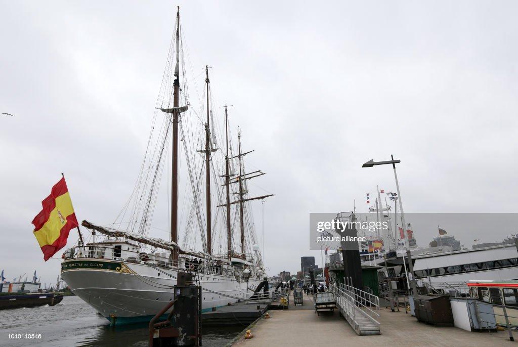 Spanish navy training ship visits Hamburg : News Photo