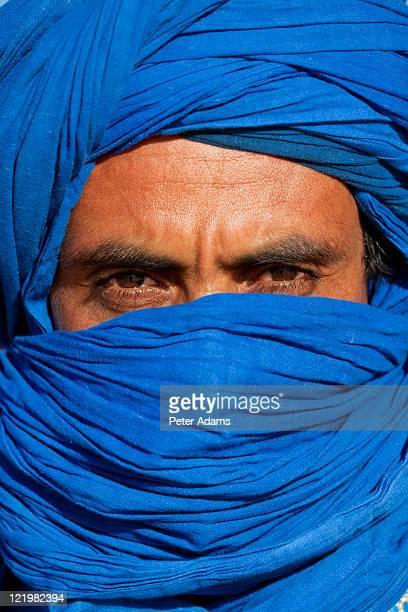 tuareg man in turban, sahara desert, morocco - tuareg tribe stock pictures, royalty-free photos & images