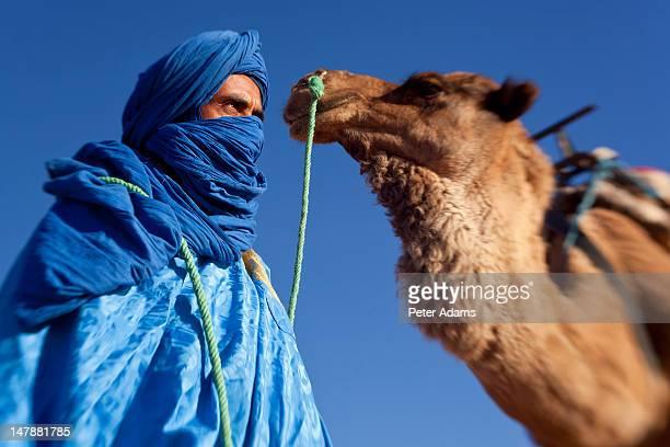 tuareg man with camel, erg chebbi, sahara desert - tuareg tribe stock pictures, royalty-free photos & images
